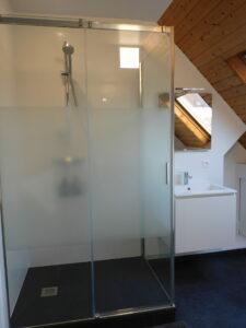 nieuwe douche en lavabo